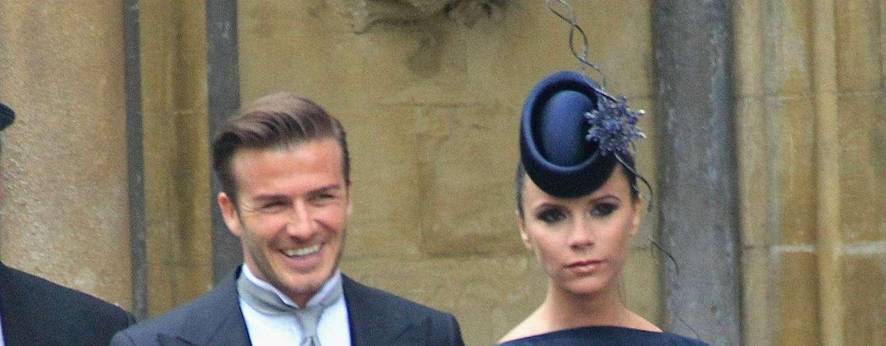 Victoria Beckham es famosa por usar unos taconazos para alcanzar a su esposo David Beckham.