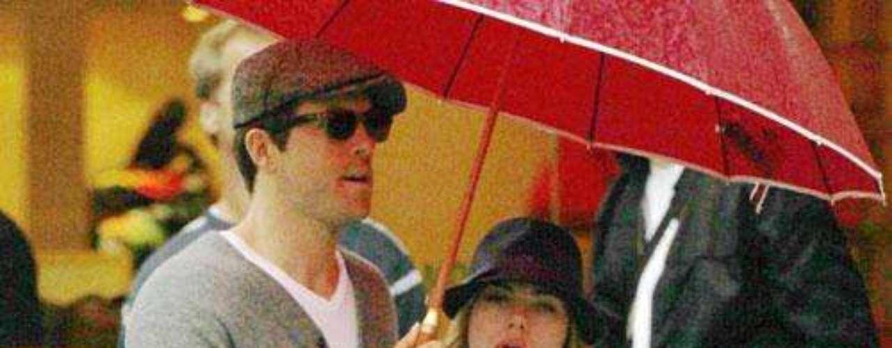 Scarlett tenía que ponerse de puntitas para besar a Ryan Reynolds.