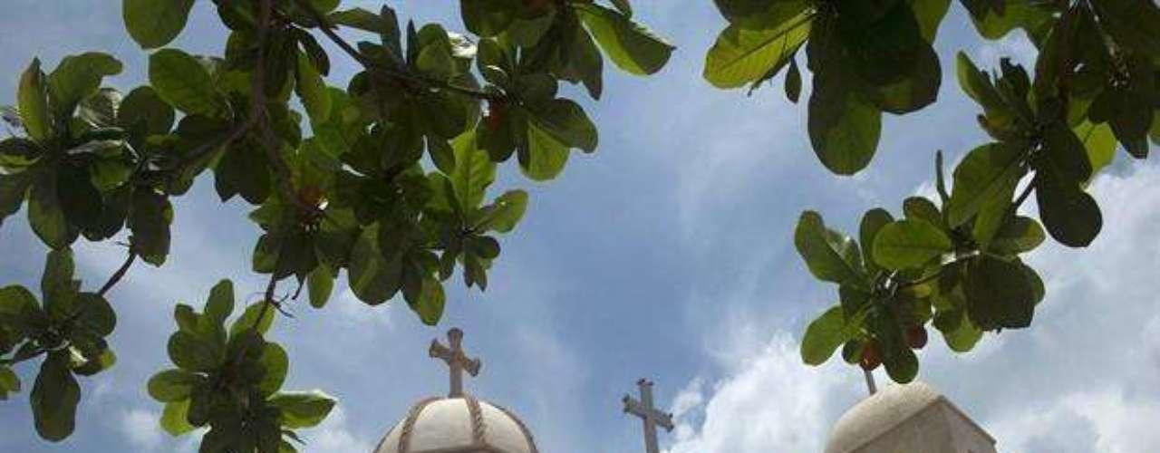 El panteón Jardines de Humaya fue construido en 1966 en Culiacán, Sinaloa, cuna de los principales narcotraficantes mexicanos, y es conocido porque en ellos se encuentran las tumbas de capos como Arturo Beltrán Leyva 'El Jefe de Jefes' e Ignacio 'Nacho Coronel', abatidos por militares en 2009 y 2010 respectivamente.