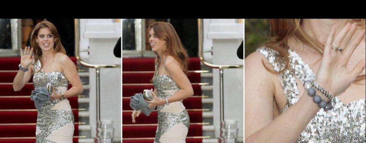 La princesa Beatriz de Inglaterra -sí, la misma que se puso ese extravagante sombrero para la Boda Real- acaba de cumplir 23 años y nosotros lo celebramos con esta retrospectiva de su sentido de la moda a través de los años.