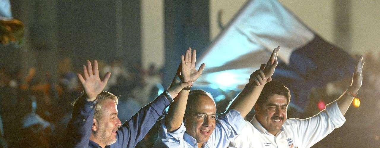 """Mientras, en algo en lo que el """"Brujo Mayor"""" no se equivocó fue al anticipar la victoria electoral del ahora presidente de México, Felipe Calderón, en el 2006, quien entonces era superado en los sondeos de opinión por el candidato de la izquierda, Andrés Manuel López Obrador."""