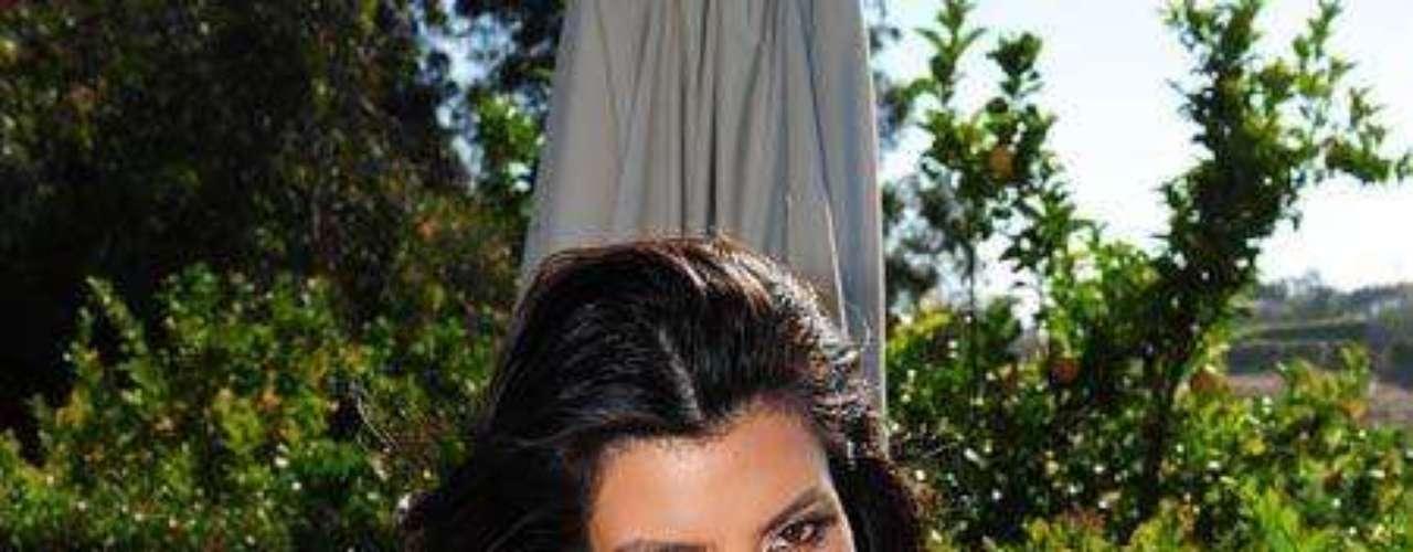Su cintura/cadera es de 0.66, muy próxima al 0.70 señalado como la proporción ideal. En otras palabras y conforme a todo lo anterior, Kim Kardashian tiene las características de la belleza tradicional que poco se ve en nuestros tiempos, lo que la hace única y pone en la cuerda floja esa teoría absurda de belleza huesuda y de aspecto enfermizo.