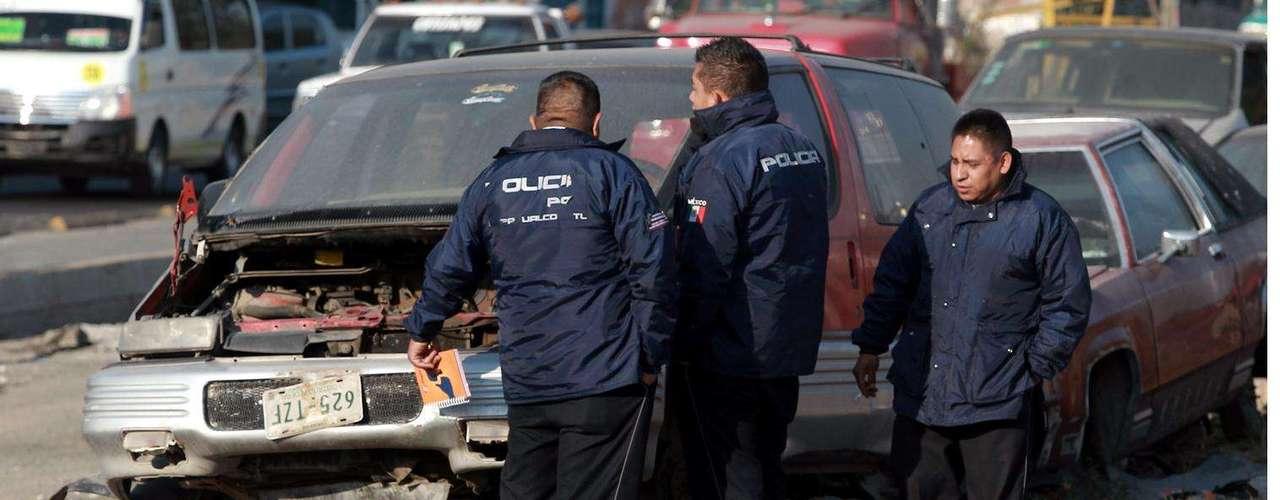 05-enero-2012.- Ejecutado en Neza. El cadáver de un hombre, que presentaba dos disparos de arma de fuego, fue hallado sobre el camellón Bordo de Xochiaca, en la Colonia Benito Juárez.