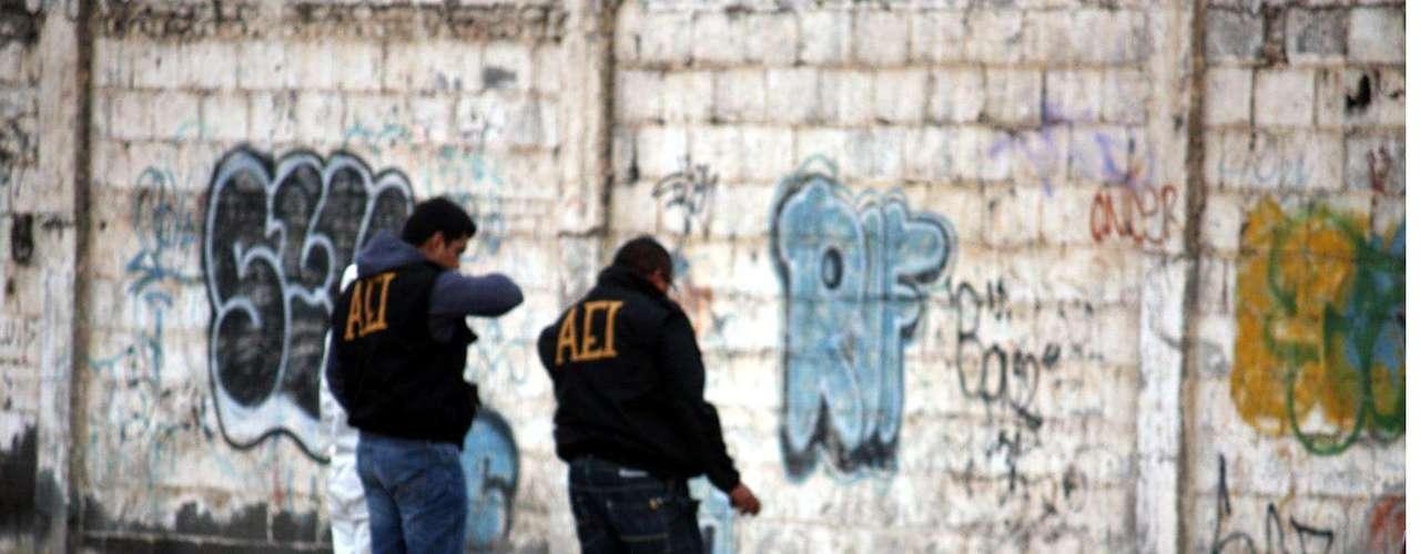 01-enero-2012.- Ejecutado en Monterrey. Alrededor de las 10:00 horas fue reportado el hallazgo del cuerpo de un hombre en el cruce de la calle Córcega y la Vía a Tampico, a unos 100 metros de la Avenida Churubusco, donde acudieron los cuerpos policiacos y militares.