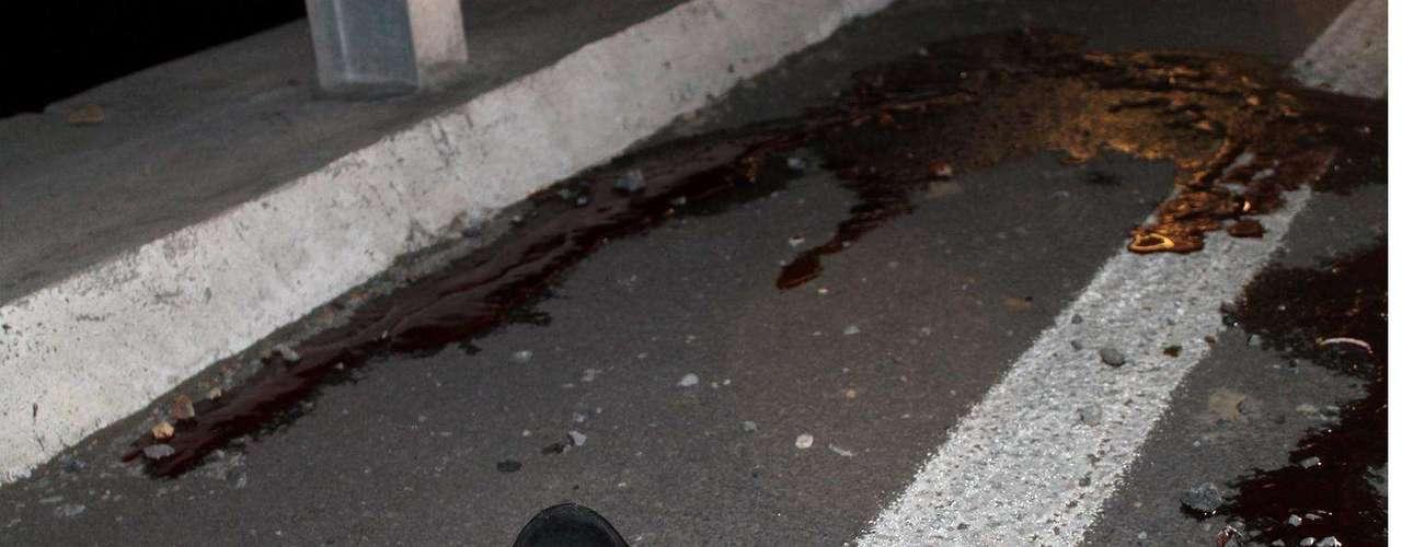 04-enero-2012.- Ejecución en La Rioja, Monterrey. El cuerpo de un hombre que presentaba al menos un disparo en la cabeza es hallado en el puente denominado La Rioja, al sur de Monterrey.