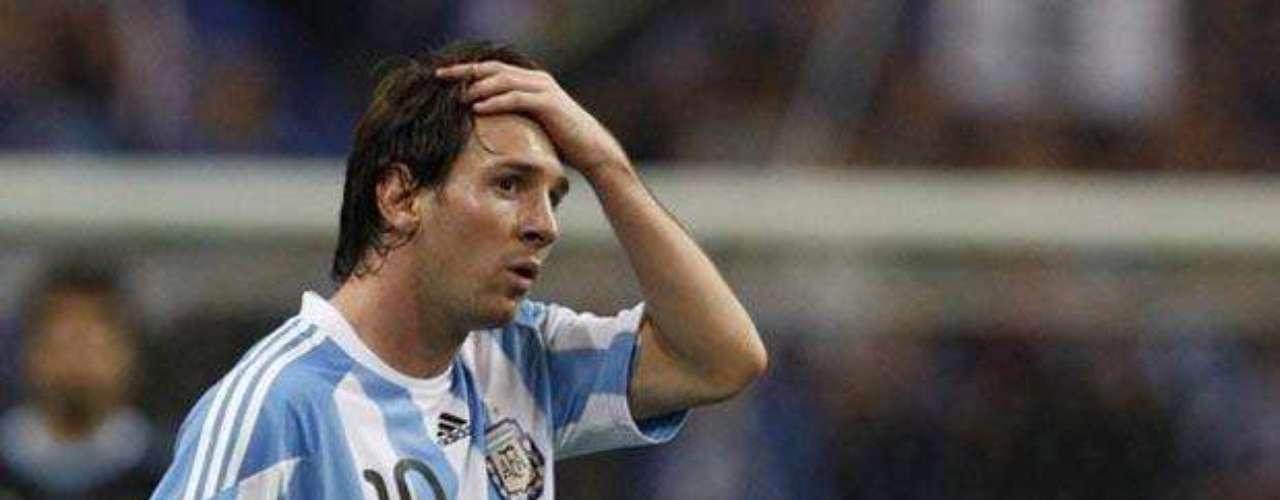 Sin embargo, su aporte a la selección es cada vez mayor, lo que se demuestra en goles como el que le anotó a Colombia en la victoria albiceleste 2-1 en el último juego de eliminatorias mundialistas.