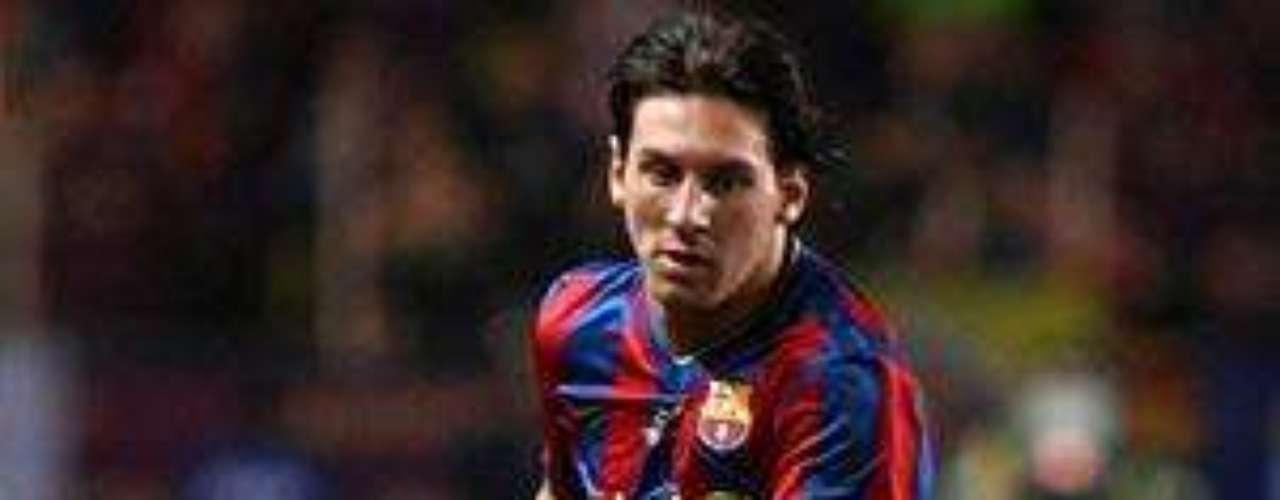 Sus impresionantes estadísticas con el club llegan a los 211 goles en 296 partidos jugados, además de 87 asistencias.