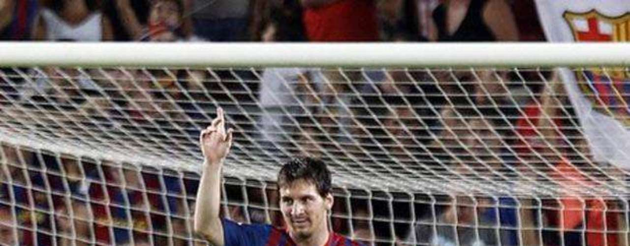 Otros de los galardones individuales que ha logrado está el Trofeo Pichichi al mejor goleador de España en 2010, además del premio al Mejor goleador del mundo según la IFFHS en 2011.