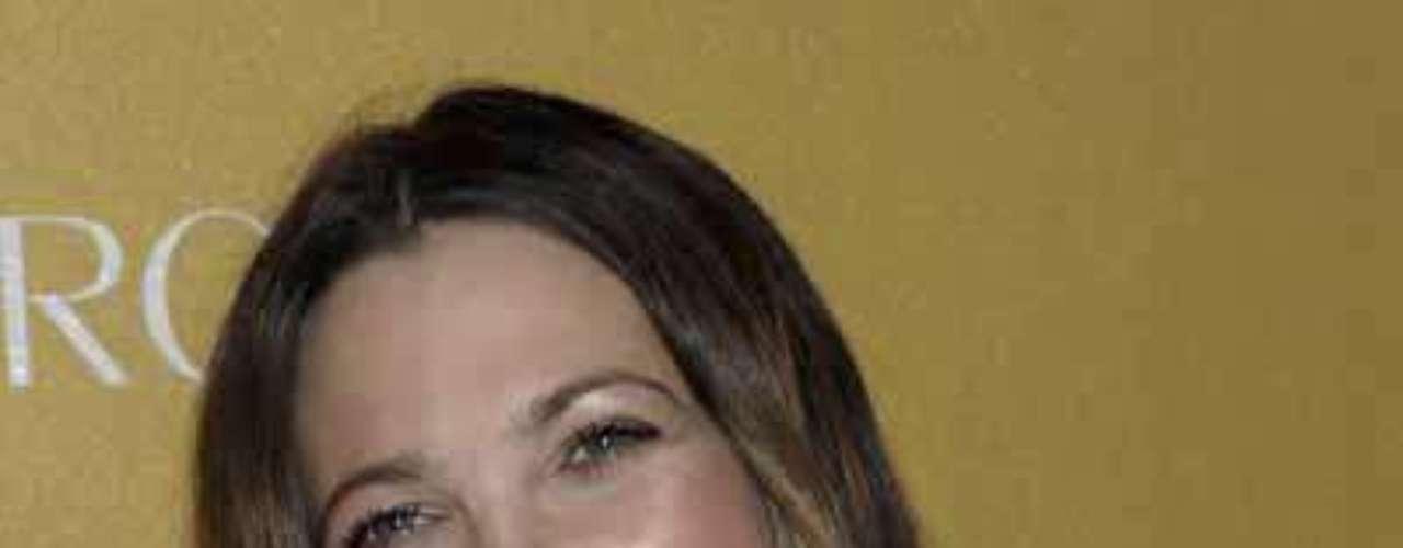 Drew Barrymore. Por lo general, este tipo de rostros suelen verse más cortos y anchos, por ello es necesaria la utilización de algunos trucos de maquillaje para darle un efecto visual de afinamiento y alargamiento de las facciones.