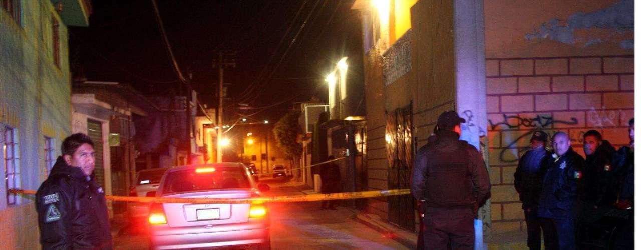 10-enero-2012.- Ejecutado en Atizapán. El conductor de un automóvil particular fue asesinado de cinco disparos cuando circulaba por calles de la Colonia Cristóbal Higuera, en la zona centro del municipio del Estado de México.