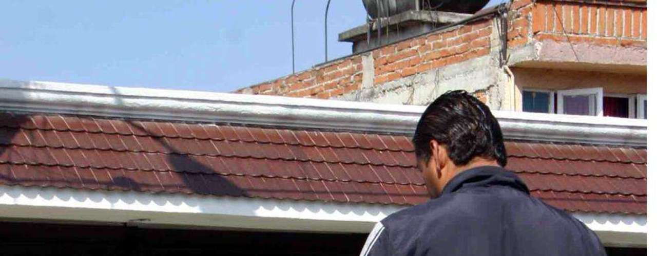 07-enero-2012.- Ejecutan a dos en Morelia. La doble ejecución se registró en la Colonia Mariano Michelena, a unas calles de las sedes de la PGR y PGJE en la capital de Michoacán.