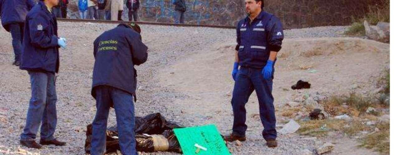 07-enero-2012.- Mutilado en Tlaquepaque, Jalisco. Vecinos de la zona señalaron que el cadáver se encontraba dentro de dos bolsas. En una, aparentemente, se encontraba la cabeza y manos, y en la otra el resto del cuerpo.