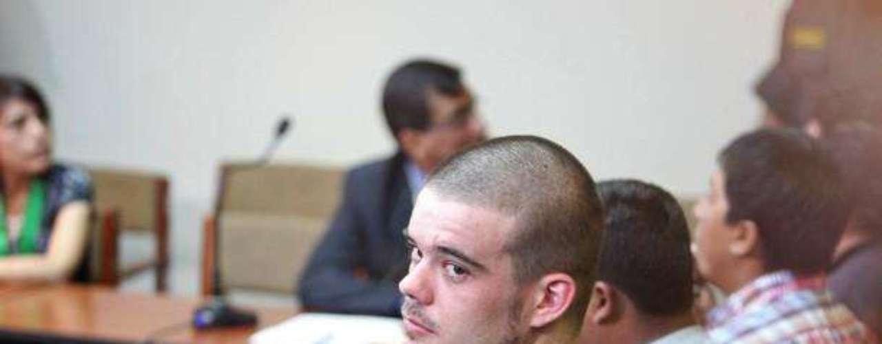 El holandes Van der Sloot quien confesó asesinar a Stephany Flores en Perú, espera que una corte en Perú de su veredicto.