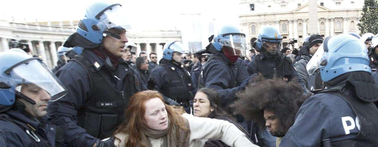 Los indignados participan en una marcha por Europa que partió el 9 de noviembre de 2011 desde Niza (sureste de Francia) con destino Atenas.