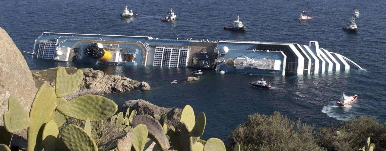 El sacerdote agregó que cuando supo que el golpe contra las rocas había abierto una brecha en el casco del barco de 70 metros dijo Jesús, encárgate tú.