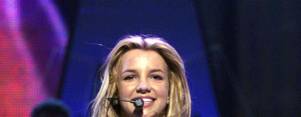 'Baby One More Time', el single que hizo una súper estrella del pop a Britney Spears,  fue escrito en un primer término para las chicas de TLC, pero por considerarlo demasiado adolescente para la imagen que querían proyectar lo descartaron.