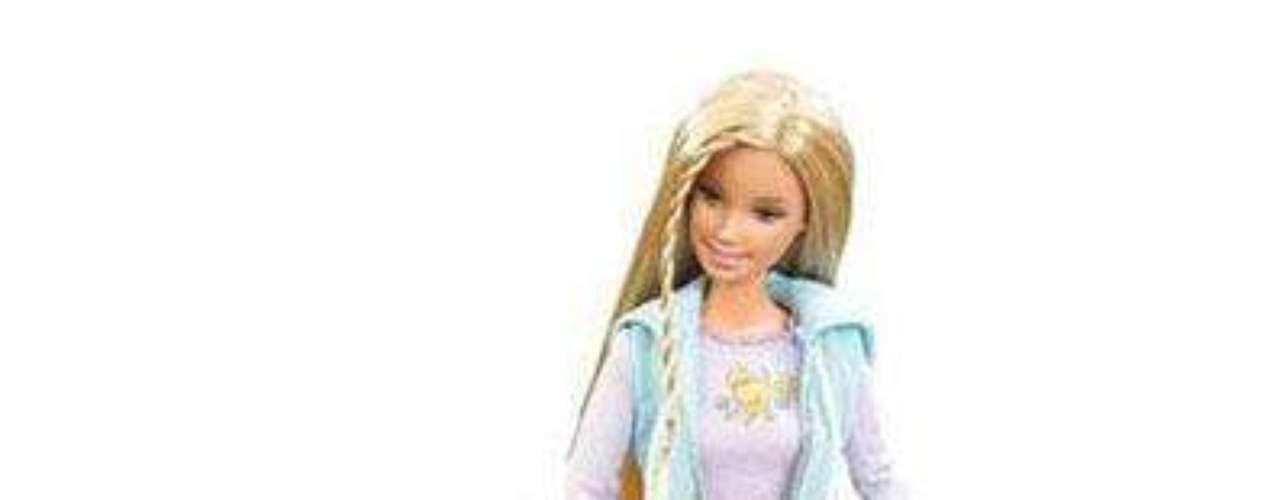 En el 2006, Mattel lanzó al mercado 'Barbie Doll and Tanner Scooper Dog Set', en el que Barbie tiene un perro que come una galleta  y hace caca, tras lo cual Barbie lo limpia con una palita magnética. La muñeca generó más burlas que críticas.