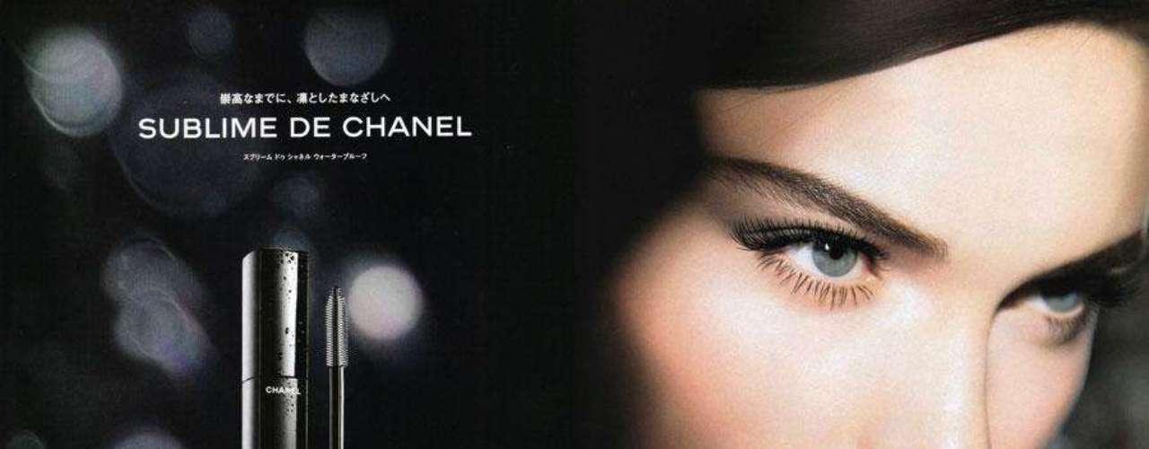 Chanel (maquillaje). Casa de modas parisina creada en 1910 por la diseñadora Coco Chanel. La marca se especializa en diseñar y confeccionar artículos de lujo, como indumentaria de alta costura, lista para usar, bolsos, perfumes y cosméticos, entre otros.