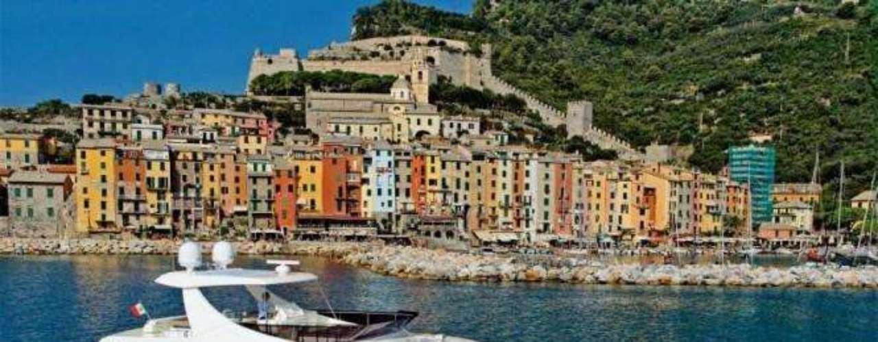 Gruppo Ferretti es una empresa italiana fabricantes de barcos. Su sede es en la ciudad de Forlì y es una de las más famosas empresas del mundo. Indica la tendencia en el diseño y la producción de yates de motor de lujo y barcos de deporte en longitudes de 7 a 80 metros. Fue fundada en 1968.