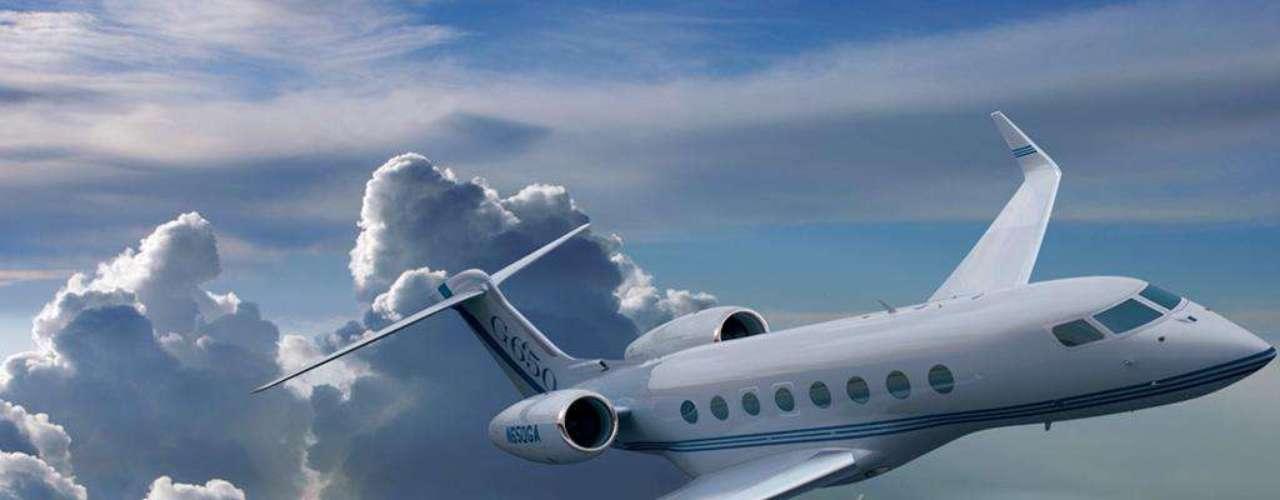 Gulfstream. Constructor de aviones. Es una filial de General Dynamics desde 2001. La compañía ha ensamblado más de mil 500 aviones ejecutivos, gubernamentales, privados y militares.