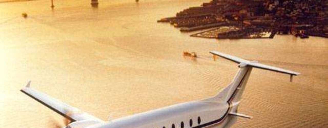 Hawker Beechcraft. Marca de aviones conocida durante años como Raytheon. Sus equipos han sido diseñados para operar en toda clase de condiciones meteorológicas.
