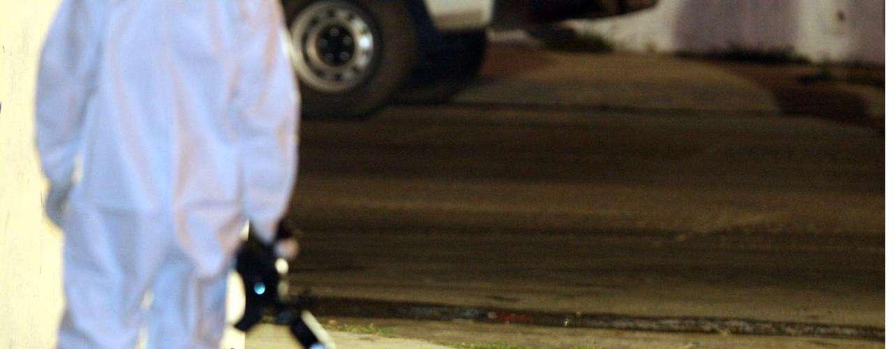 23-enero-2012.- Ejecutado en Guadalupe, NL. La víctima, de entre 20 y 25 años, presentaba por lo menos siete heridas producidas por arma de fuego y además tenía el tiro de gracia.