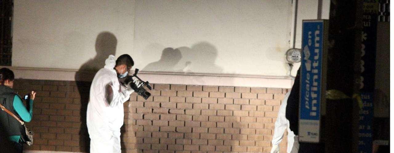 22-enero-2012.- Cadáver en Monterrey. Con el tiro de gracia y un narcomensaje a su lado, así fue encontrado el cuerpo de un hombre ejecutado sobre la vía pública, en el Centro de la Ciudad.