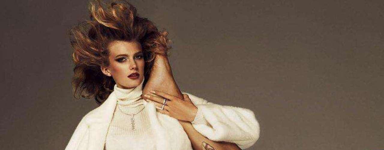 Versace. Casa de modas italiana fundada por Gianni Versace en 1978. Después de que Andrew Cunanan asesinara a Gianni el 15 de julio de 1997, su hermana Donatella, ex vicepresidente, se transformó en la directora creativa de diseño de Versace. Su hermano mayor, Santo Versace, se convirtió en gerente de la empresa. La primera boutique fue inaugurada la Via della Spiga en Milán en 1978.