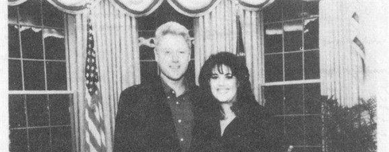 Uno de los casos internacionales más sonados fue la infidelidad del expresidente de Estados Unidos, Bill Clinton, en 1998, pues se le vinculó sexualmente con una becaria de la Casa Blanca de 23 años, Mónica Lewinsky. Luego de negar en un principio dicha relación, un juicio por perjurio, abuso del poder y obstrucción a la justicia, Clinton se disculpó y continuó su mandato.