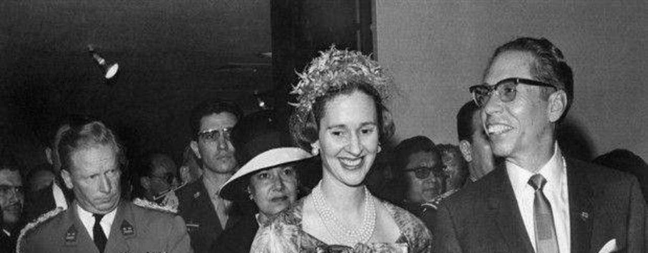 Al expresidente de México, Gustavo Díaz Ordaz, se le relacionó con la exsenadora y actriz Irma Serrano, quien incluso ha declarado que 'prácticamente vivía' con el mandatario.