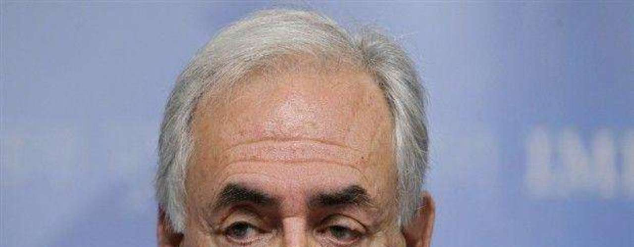 El 14 de mayo, Dominique Strauss-Kahn, en ese momento director del Fondo Monetario Internacional, fue detenido por presunto acoso sexual e intento de violación a una camarera de un hotel en Nueva York. El exdirigente del FMI también enfrenta cargos similares en Francia donde una periodista reveló las presuntas malas intenciones del político.