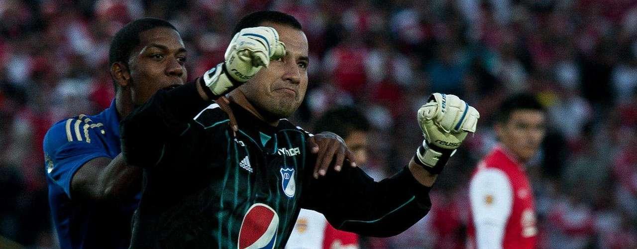 Nelson Ramos festeja tras anotarle de penal a Santa Fe en la primera fecha.