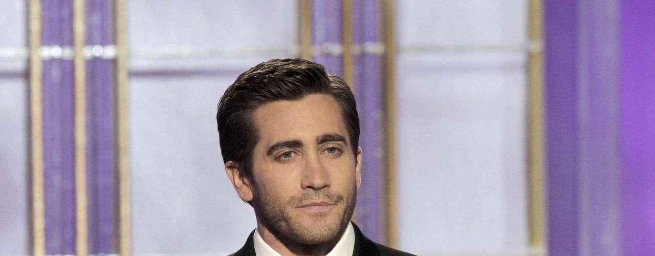 """La revista """"Heat"""" fue la encargada de consultar a sus lectores, modelos, fotógrafos y periodistas para develar quiénes son los más lindos del mundo.  Los requisitos que debían cumplir los elegidos era destacarse por su sex appeal, por su buen gusto al momento de vestirse y, lo más importante, por tener una gran personalidad. Y los ganadores son… 5 Jake Gyllenhaal."""