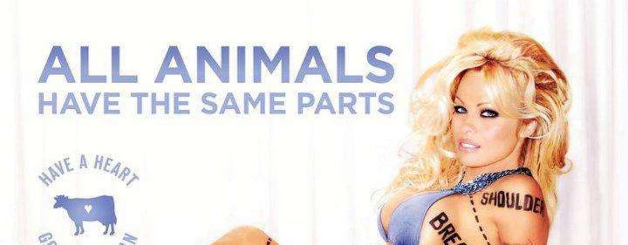 Pamela Anderson realiza una sexy pose bajo la campaña: \