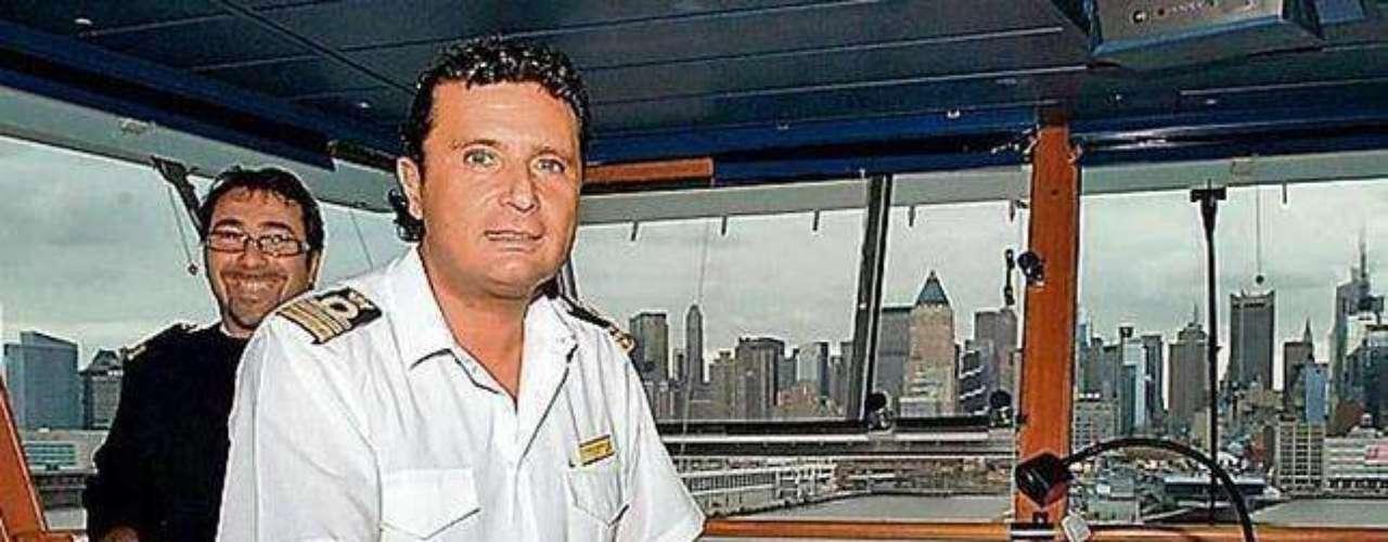 Un tribunal italiano decidió el martes que Francesco Schettino, el capitán del crucero que naufragó frente a la isla de Giglio el mes pasado, provocando la muerte de al menos 17 personas, debe permanecer bajo arresto domiciliario.