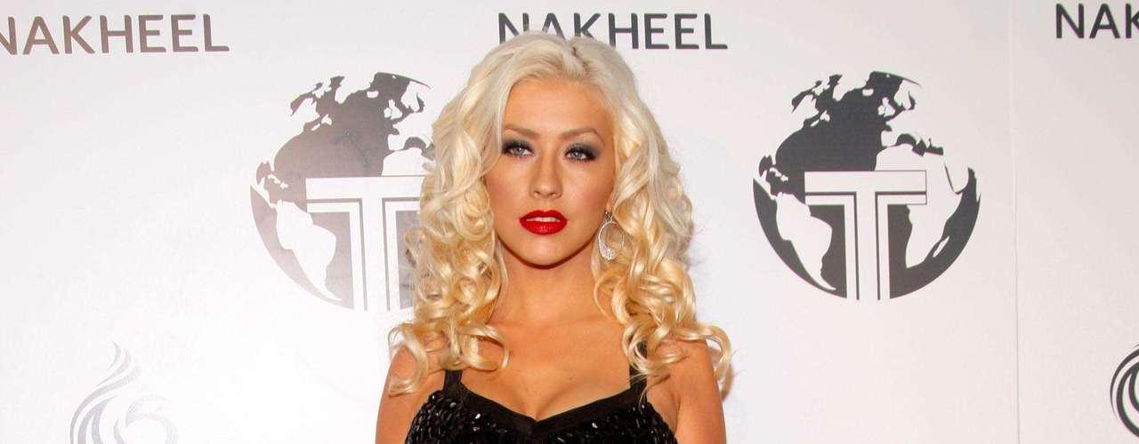 Así lucia en el año 2008.  La cantante Christina Aguilera ha sufrido una impresionante transformación a través de los años, en el que no sólo el rastro del tiempo ha dejado huella, sino también un cambio de imagen en su figura y forma de vestir.