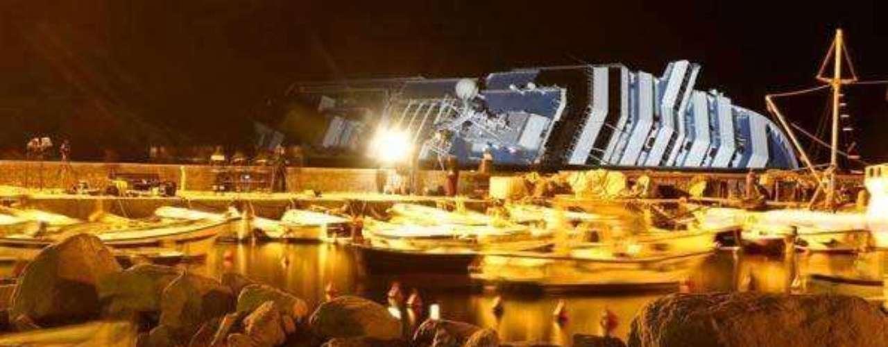 Ahora, un verdadero tesoro yace bajo las cristalinas aguas italianas en las que encalló el mes pasado el lujoso crucero.