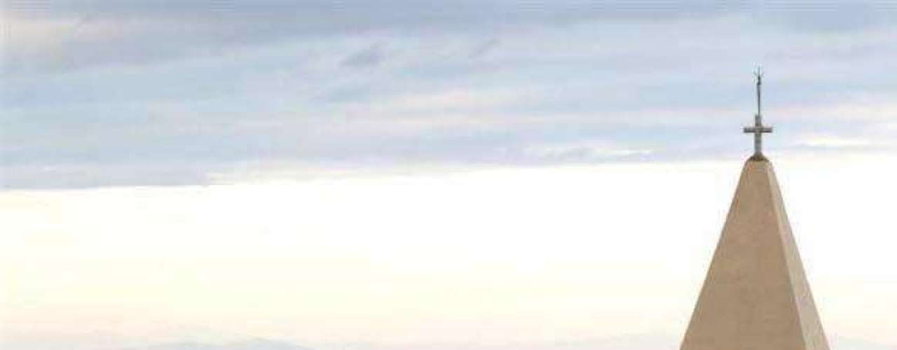 Además de ello está la enorme riqueza contenida por el propio barco: tiendas elegantes con joyas, más de 6.000 obras de arte en las paredes y un spa que tenía una colección de xilografías de Katsushika Hokusai, un artista japonés famoso por su representación de una enorme ola con el Fujiyama como trasfondo.
