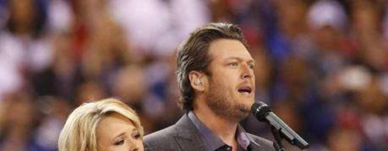 Miranda Lambert y su esposo Blake Shelton cantan \