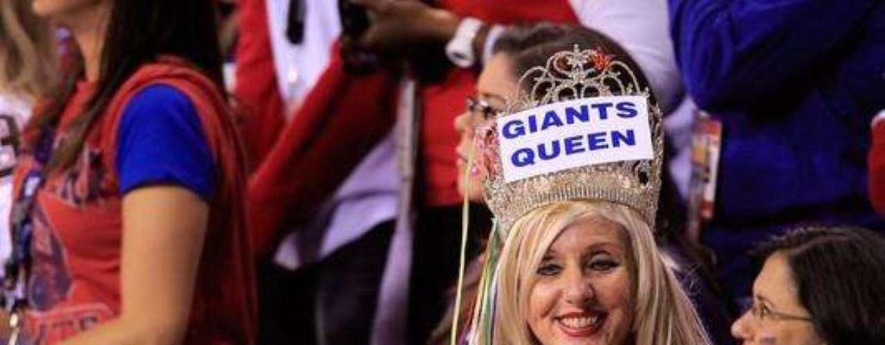 El ingenio se hizo presente en el Super Bowl XLVI la afición tomó el estadio de los Potros para celebrar el último juego de la NFL