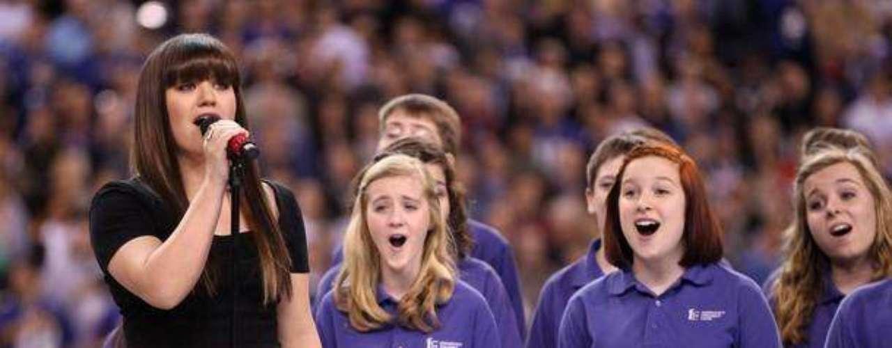 Kelly Clarkson cantó el himno de los Estados Unidos en la ceremonia de apertura
