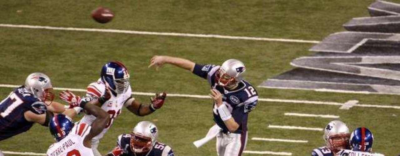 El quarterback Tom Brady de los Patriots estuvo muy activo, pero no le alcanzó para que su equipo se colgara con el título.