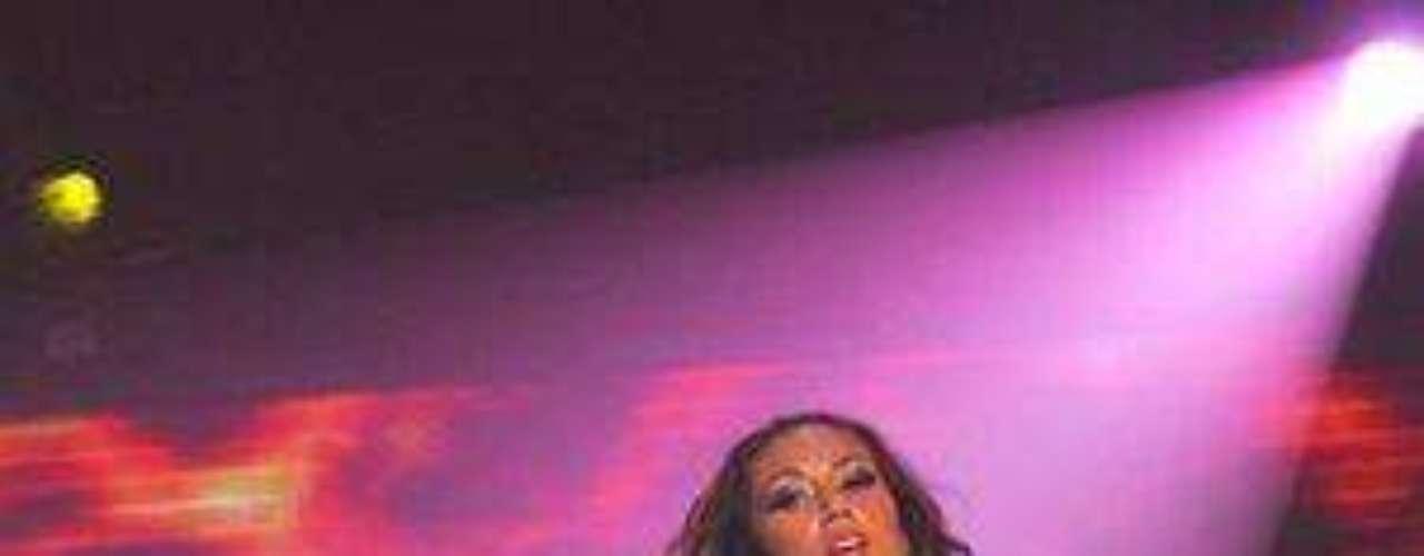 Pamela Díaz la hizo de nuevo. Esta vez volvió a ser noticia por un conflicto entre ella y Maura Rivera, jurado de Fiebre de Baile quien habría sacado a la luz un pequeño descuido de la fiera, a quien se le había corrido la parte de arriba del sostén dejando ver más de la cuenta. Afortunadamente para Díaz el episodio no fue más que un mal rato, ya que no se le alcanzó a ver nada. Sin embargo, otras no han tenido la misma suerte y en varias oportunidades han dejado poco a la imaginación.