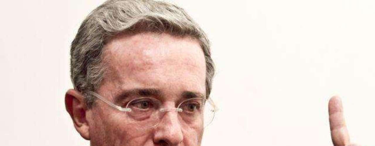 El 9 enero 2012 Uribe afirmó a través de Twitter que quienes lo critican no saben su empeño para derrotar estas bandas y parece que desconocen lo que fue su determinación para operaciones contundentes contra criminales, no selectivas, con el cuidado de no afectar la población civil, hablando de su gestión contra los ilegales.