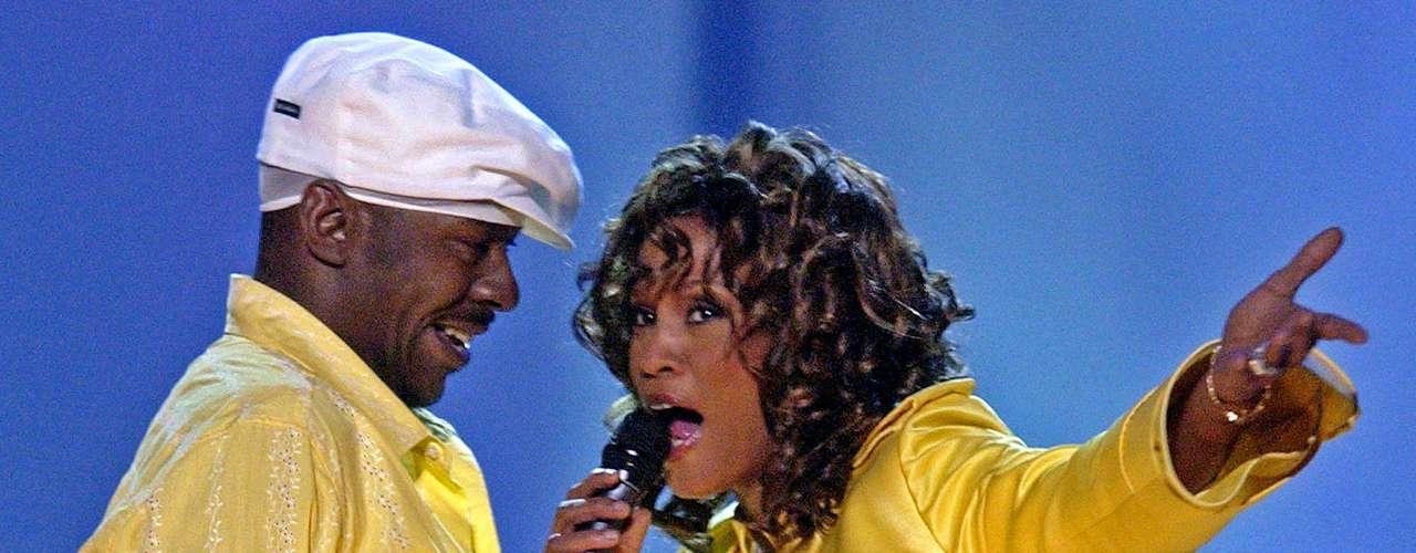 Houston reinó en la música pop con su majestuosa voz, pero el consumo de drogas y su complicado matrimonio con el cantante Bobby Brown le pasaron factura.