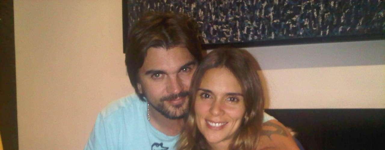 El matrimonio entre Juanes y Karen Martínez se vio en peligro cuando se conoció el escándalo de una supuesta relación entre el cantante y Johanna Bahamon. Más adelante ambos negaron los rumores.