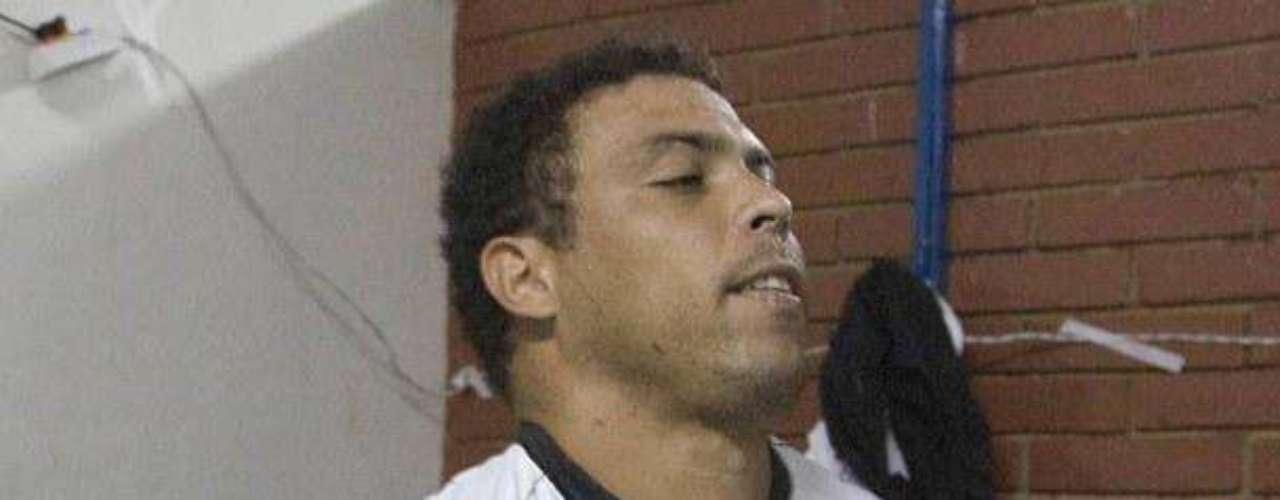 Quizás el escándalo sexual más conocido en el entorno del fútbol es el del brasileño Ronaldo. El jugador llevó a tres prostitutas a un hotel,  pero cuando estuvo allí se dio cuenta que eran travestis. Estos se presentaron a la policía argumentando que el  exjugador no les había pagado.