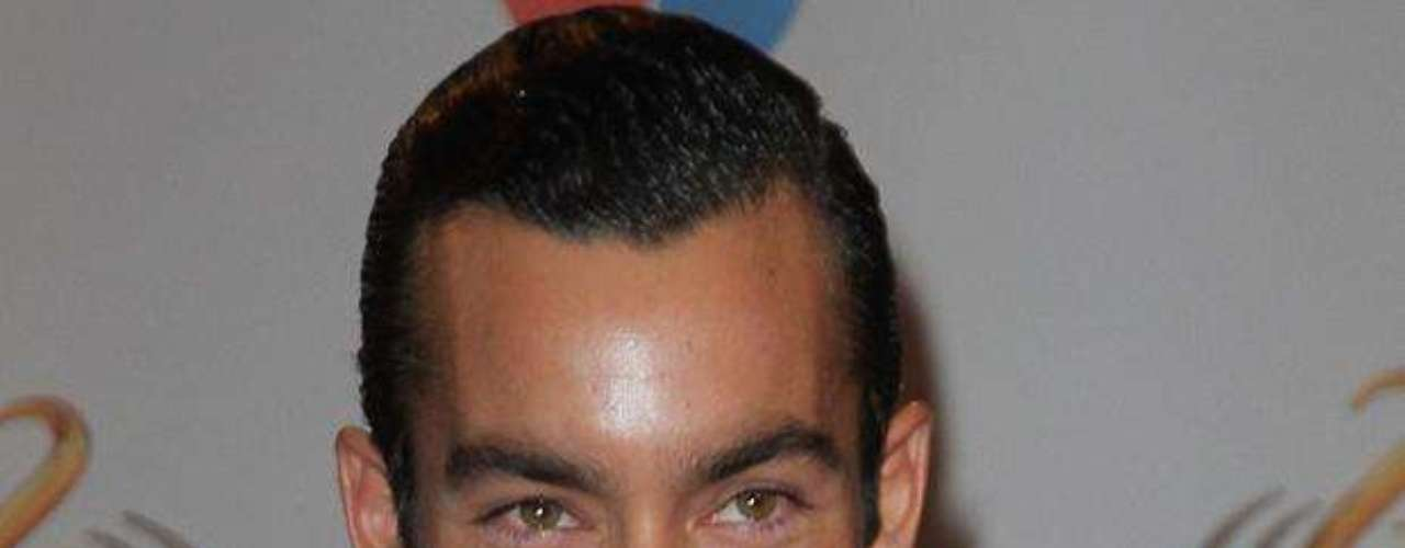 Aaron Diaz was the hottest guy in the room at the awards.