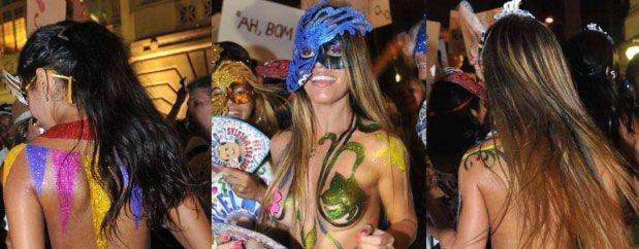 Mujeres con cuerpos esculturales y  pintados se destacaron en el carnaval de Río de Janeiro. La gente 'invadió' las calles con la acostumbrada 'alegría brasilera'