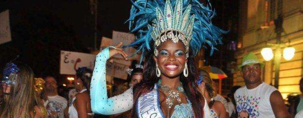Trajes típicos llenaron las calles en el carnaval de Rio